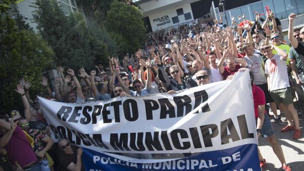 Sin policías voluntarios para las fiestas de los distritos y el Orgullo