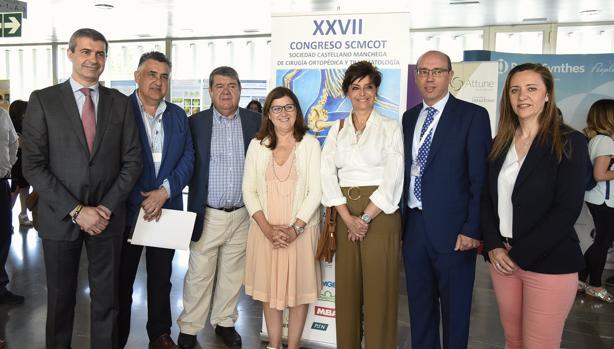 La directora gerente del Sescam, Regina Leal, en el centro, durante la inauguración del XXVII Congreso de Cirugía Ortopédica y Traumatología