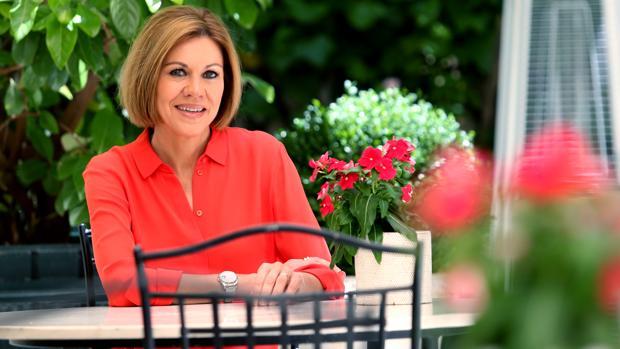 La candidata a liderar el PP María Dolores de Cospedal posa para ABC