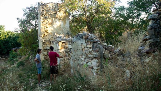 Dos de los repobladores de la aldea de Fraguas, en Guadalajara