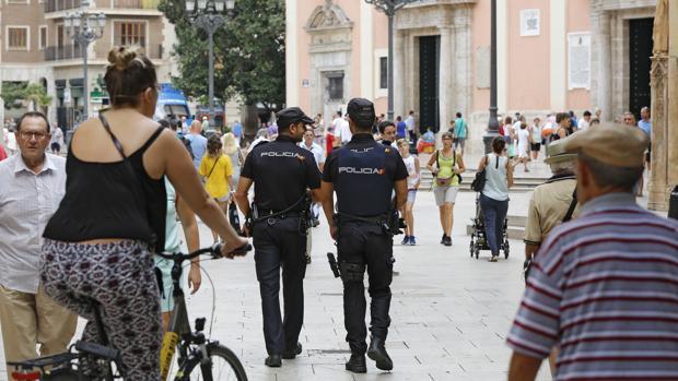 Imagen de archivo de la Policia Nacional en las calles de Valencia