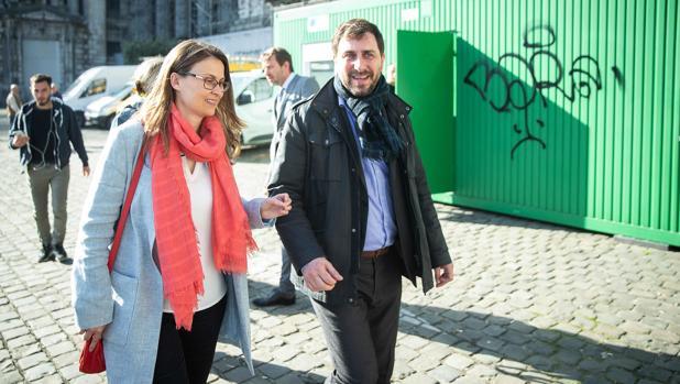 Los exconsejeros Meritxell Serret y Toni Comín, en Bélgica