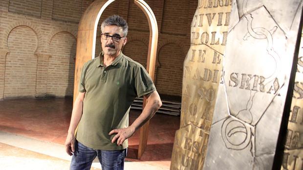 Ángel Maroto, este jueves, durante el montaje de su exposición