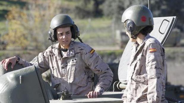 Dos mujeres integrantes del ejército español