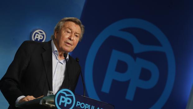 Luis de Grandes, presidenta de la Comisión Organizadora del PP