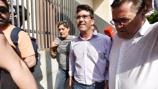Imagen de Jorge Rodríguez a su salida de la Ciudad de la Justicia