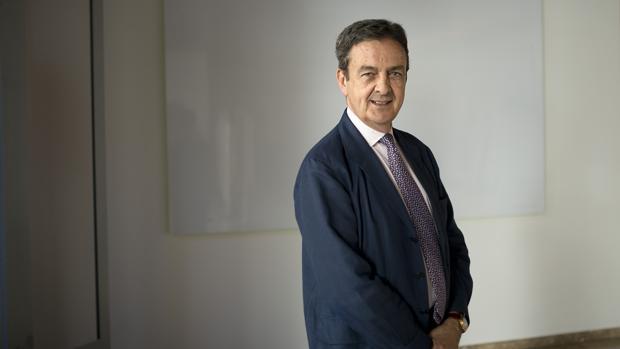 Enrique Fernández-Miranda posa antes de su entrevista para ABC