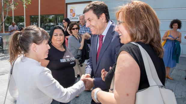 Carriedo saluda a la ministra de Trabajo y Política Social de Macedonia del Norte, Mila Carovska, en Valladolid