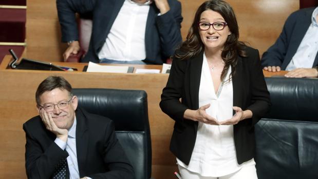 Ximo Puig y Mónica Oltra, durante la sesión de control de este jueves