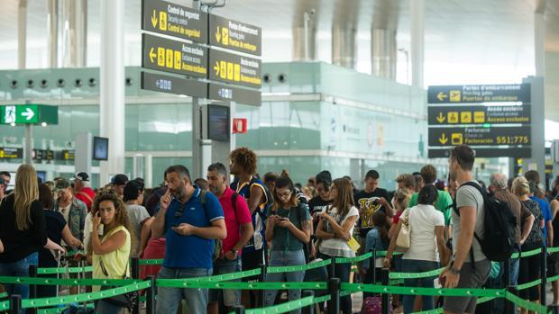 Colas en el aeropuerto de El Prat en una imagen de archivo