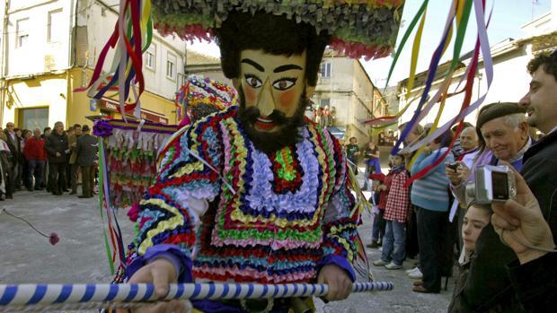 Dos pueblos de  Orense acusan a Dolce  de Gabbana por plagio 60e2f7