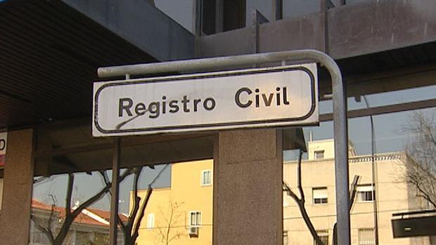 La inmigrante no superó el test que le hicieron bajo supervisión del Registro Civil