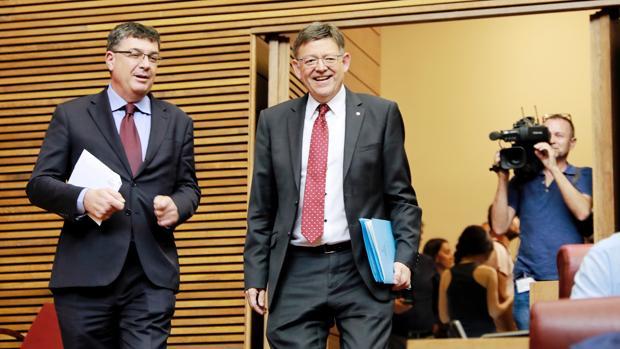 Enric Morera y Ximo Puig, en las Cortes Valencianas