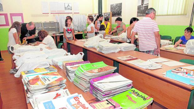 El programa Releo Plus establece bancos de libros en todos los centros