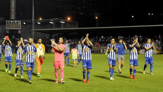 Los juegadores del CF Talavera, el año pasado al término del partido contra el Antequera en la Copa del Rey