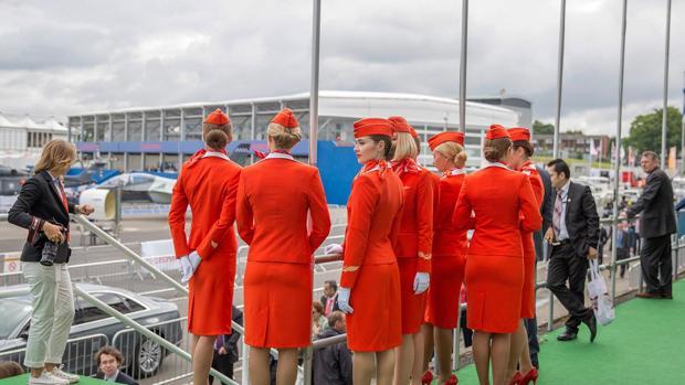 Azafatas de una aerolínea rusa en Moscú