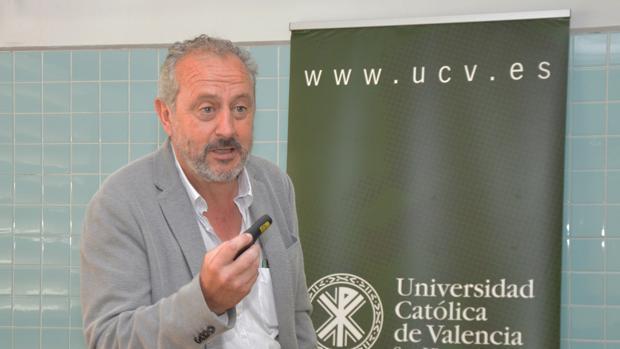 Imagen de Manuel Escolano durante el curso de la UCV