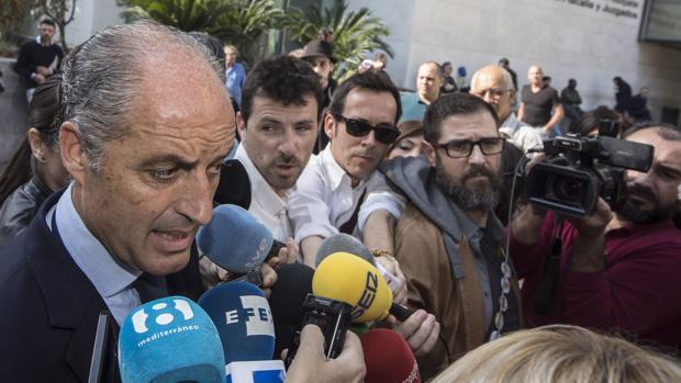La Fiscalía pide reabrir la causa contra Camps por la financiación ilegal del PP de Valencia