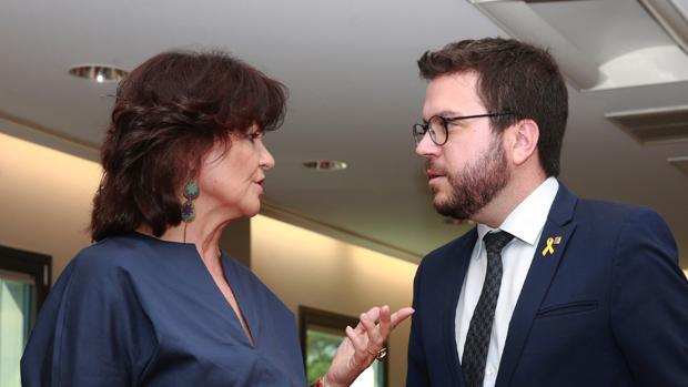 La vicepresidenta Carmen Calvo junto al vicepresidente de la Generalitat, Pere Aragonés