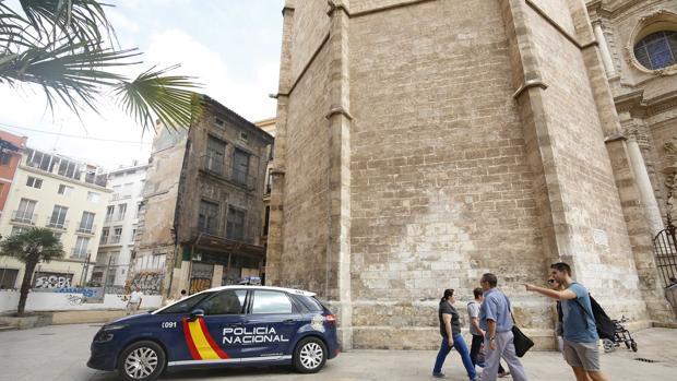 Imagen de un coche la Policía Nacional en Valencia