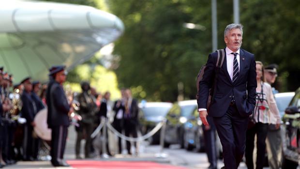 El ministro del Interior, a su llegada ayer a la reunión