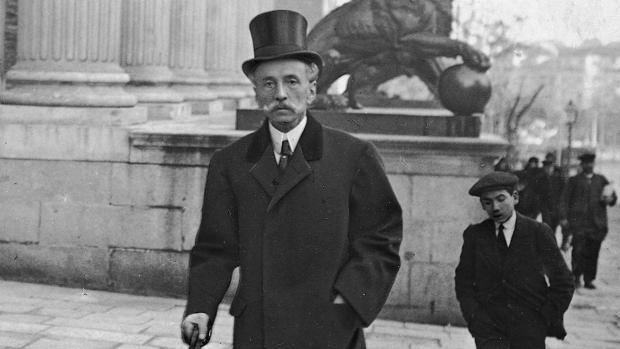 Eduardo Dato, a la entrada del Congreso, en 1911
