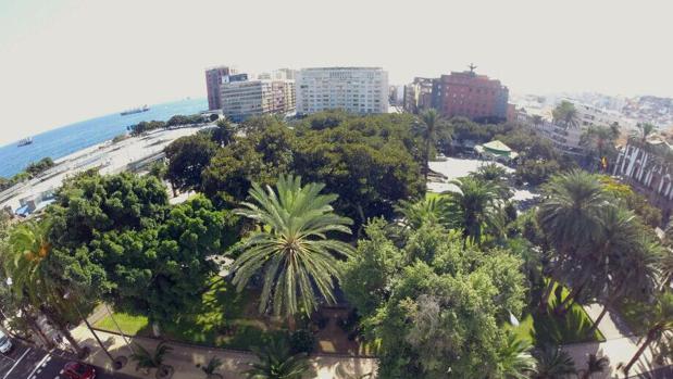 La ciudad de Las Palmas desde el Hotel Parque. Al fondo, Unión y el Fénix, nueva sede canaria de Caixabank