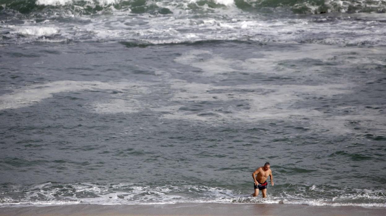 Muere ahogado un hombre de 41 años en la playa de Barrañán