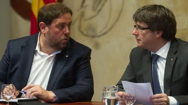 El exvicepresidente Junqueras y el expresidente Puigdemont en la Generalitat