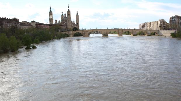 Imagen de archivo del Ebro a su paso por Zaragoza capital