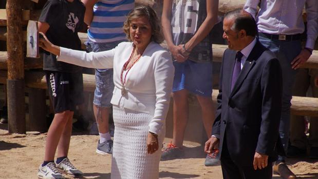 La alcaldesa lanza el chupinazo de las fiestas