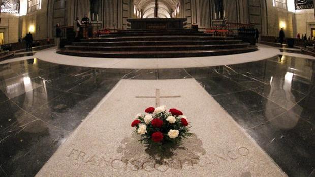 Los siete nietos de Franco comunican al abad del Valle de los Caídos su rechazo a la exhumación