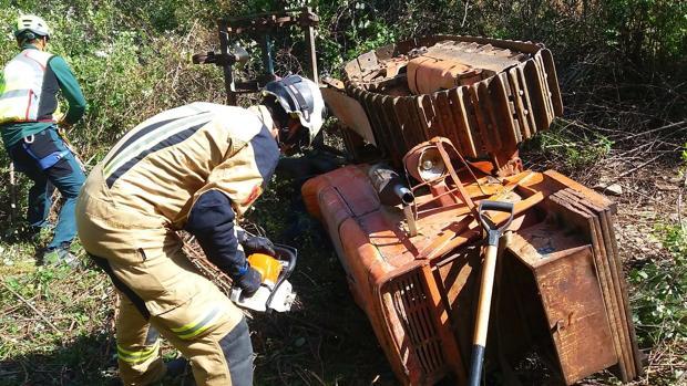 Un jubilado muere al despeñarse con su tractor en Aluenda