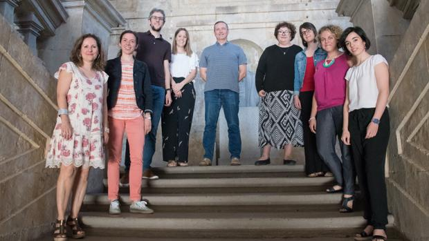 La profesora Carmen Fernández Juncal, cuarta por la derecha, con otros integrantes de este proyecto en la Universidad de Salamanca