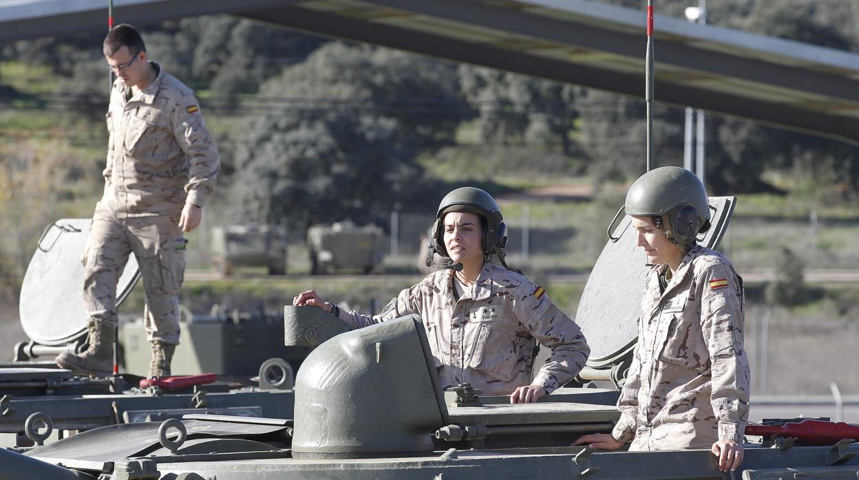 Defensa readmite como aspirantes a militares a dos mujeres que fueron excluidas por llevar tatuajes