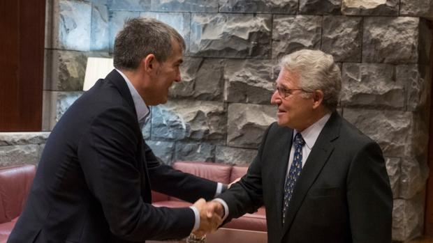 Fernando Clavijo con el embajador de España en Mauritania, Jesús Santos Aguado