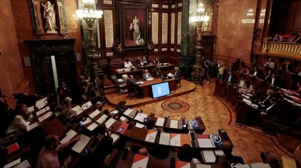 La oposición fuerza una comisión de control a las cuentas de Barcelona por la opacidad de Colau