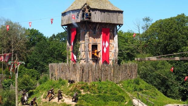 Una de las atracciones históricas en el parque de Puy du Fou en Francia