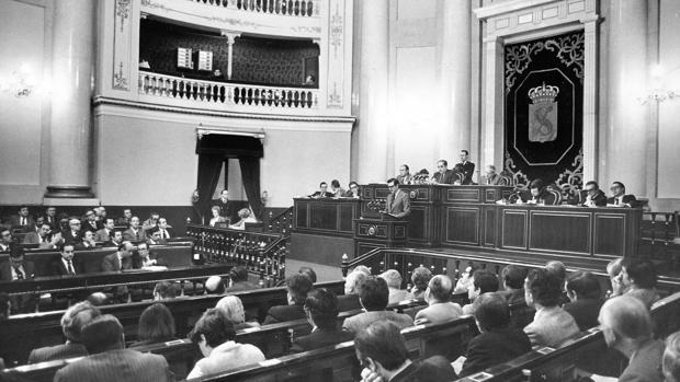 Sesión plenaria en el Palacio del Senado, en 1978. Durante el franquismo, el edificio fue la sede del Consejo Nacional del Movimiento