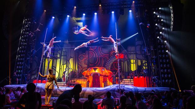 Este nuevo espectáculo mantiene el espíritu descarado de teatro, cabaret y burles de «The Hole»