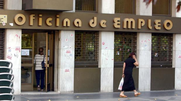 El desempleo cae en castilla y le n en personas en - Oficinas inem madrid ...