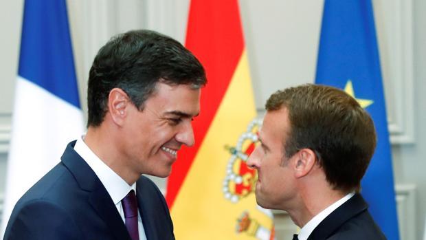 Pedro Sánchez y el presidente de Francia, Emmanuel Macron, en el Palacio del Elíseo (París)