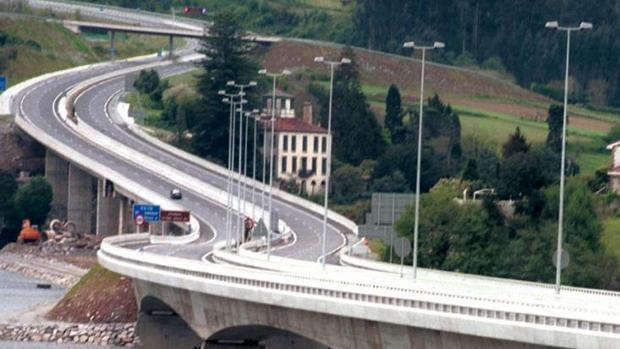 La AP-9 a su paso por la localidad coruñesa de Pontedeume