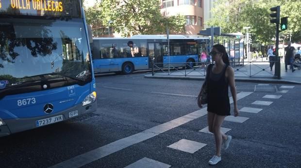 Silencio informativo ante una colisión entre dos autobuses de la EMT con 18 heridos en Madrid