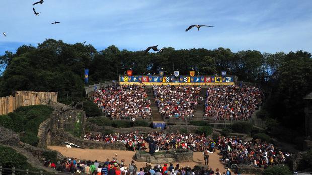 Uno de los espectáculos que se realizan en el parque francés Puy du Fou