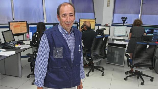 El jefe del centro de Salvamento Marítimo en Tarifa, Adolfo Serrano, despés de la entrevista con ABC