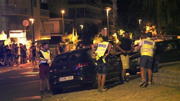 Los agentes policiales en Cambrils