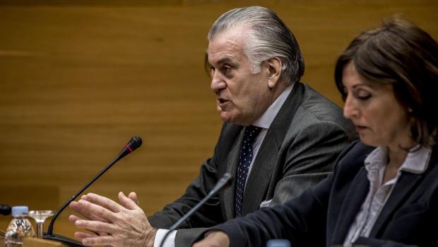 El extesorero del PP Luis Bárcenas, durante una comisión de investigación de Les Corts Valencianes