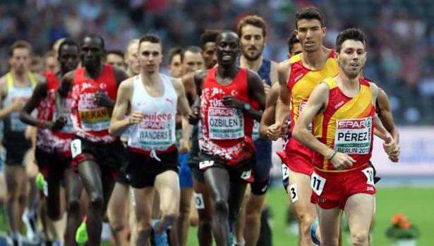 «Chiki» Pérez encabezó la carrera en el primer kilómetro para imponer un fuerte ritmo