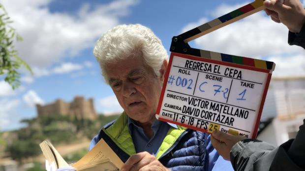El actor Guillermo Montesinos durante el rodaje en Belmonte del documental «Regresa el Cepa»